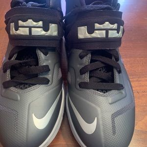 8 pairs of size 6.5 boys sneakers